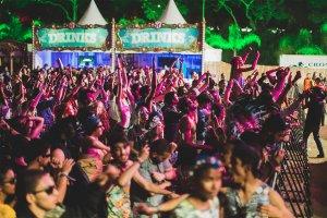 Buuum vs Ganzá: Artistas relembram suas experiências no palco do Tomorrowland Brasil